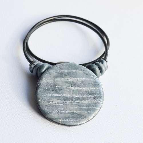 theasmartthenry.co.uk silver tone disc neckpiece