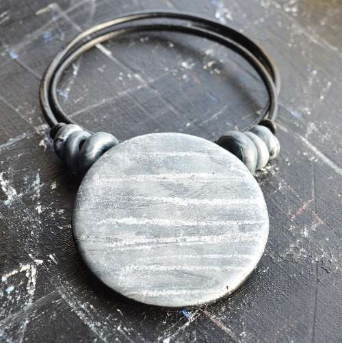theasmartthenry.co.uk silver tone disc neckpiece(4)